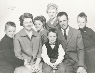 Familjen Hedblom 1961 - Mary och Erling med barnen Roger, Marie, Ellinor, Robert och Karl-Göran. Foto i privat ägo.