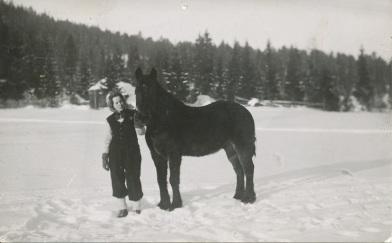 Eva och hästen Svarten