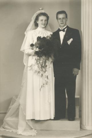 Brudparet Mary* Dorence Svedberg och Erling* Leander Hedblom den 25 maj 1949.